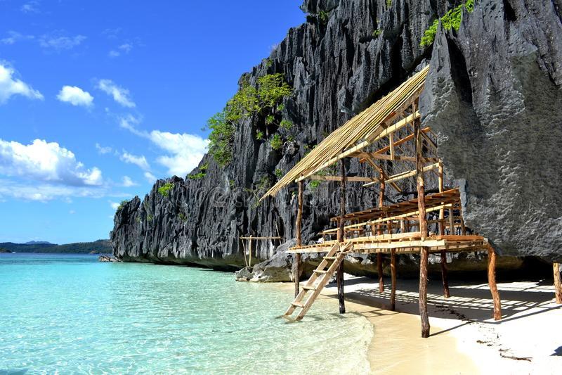 beach-hut-coron-palawan-philippines-24594227